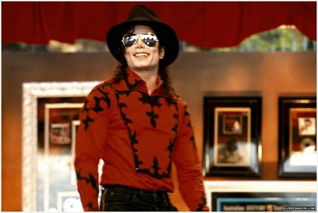 """I 愛 this song... I 愛 the way MJ's voice sounds, my お気に入り part is """"He wanna ラップ his arms all aroun' ya gurl"""" :D"""