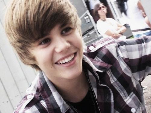 awww he is adorablee :)♥