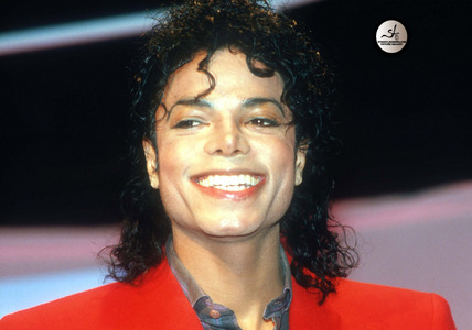 How could someone not smile? his smile is that of an angels <3