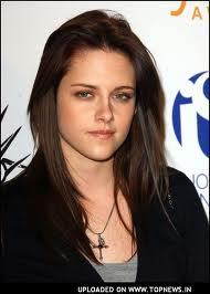I hate: Kristen Stewart. Either that atau Bella has consumed her so much they are the same person. I like alot of celebrities. Skeet Ulrich(Billy Loomis/Ghostface; Det. Rex Winters) is one guy I think is hot and like, another is Will Friedle( Eric Matthews in Boy Meets World). Helena Bonham Carter, Johnny Depp, Amy Adams, Carrie Fisher, Harrison Ford, Anthony Hopkins,Alyssa Milano...list is forever.