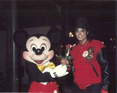 His preferito superhero was morph from x-men MJ subcribed to Disney adventure magazine He was terrefied of planes he loved pinocchio One of his preferito ride was pirates of the caribbean He was such a cutie<3
