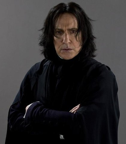 I don't relate to either fan 1 o 2. But my HP fanfic is focused on Severus. If te read my posts here, you'll notice that I refer to him da his first name, not his surname, as if he were very close to me - well, he is. I read one giorno on a fan website that, from what he could let mostra of himself, he had a INTJ profilo (from the famous MBTI test). It happens that I have the same profilo than him ! Great ! I haven't been a fan for a long time, but as they say, value is not made up da the number of years, but da the depth of feeling and how I relate to him. And yes, I must reckon that Alan Rickman did a lot to make Severus even più lovable... (not just the voice, but a lot, yes). I don't say I'm the biggest fan, but for sure, I'm a very devoted one. Like many folks here. modifica : I inherited a locket from my mother. te know these medallions which can open so that te may put an image inside. Guess which image I have in ? One is the Slytherin crest. The other is a pic of Severus, my fav actually, the one featured here below. I also have Severus as a wallpaper on my computer desktop.