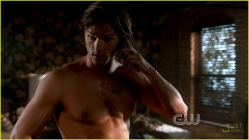 haha, which one??? Ok, here's my obsession for almost a año now: Jared <333 Padalecki.