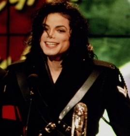 One of my kegemaran awards ceremonies ever! MJ is really cute jumping like a little bunny... he really spread his ankle often, poor baby