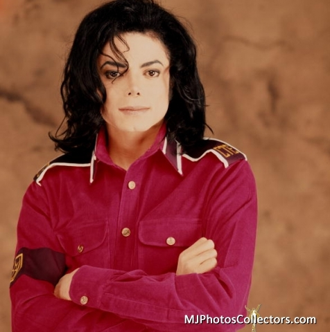 Well.. i love everybody on here.. i might not no so many but there are some people who've been really nice to me lately and i really appreciate it so i'll just write a few names then.. :) Reis700 royalssy Goodfeelings777 MJJG ripkopmjj Princess-Yvonne caligurl16 Love you guys♥