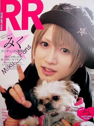 """Nyappy is the """"logo"""" of the band. Miku-san said that Nyappy was created like """"Happy"""" and unnyappy is """"Unhappy"""", but with time, last ano (2009), they said it was used for everything (answering the phone, bye, hello, how are you, etc.) What Miku is doing with the hand is the """"nyappy"""""""