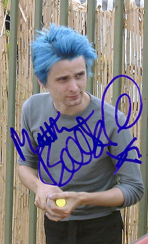 [url=http://www.microcuts.net/gallery/data/media/19/Blueblue.jpg]On a pic of Matt with blue hair[/url] [url=http://www.rockinpa.com/images/auto_muse.jpg]Showbiz album[/url]