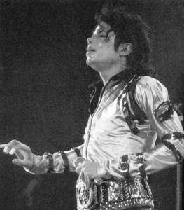 Liberian girl For all time Spechless Man in the mirror Dirty Diana Streetwalker I hear a symphony Billie Jean Beat it Give in to me Smooth criminal Ghosts Bad They don't care about us ... and more!!!