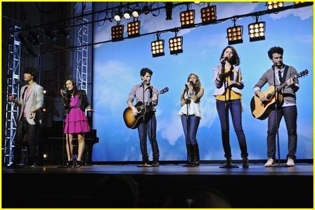 Selena Gomez   Siblings on Said Selena Gomez Demi Lovato Jonas Brothers Hannah Montana