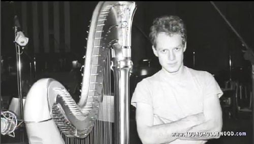 Heck yeah! I upendo Danny Elfman, I upendo him zaidi then life itself. I don't care if his 57, I'll make I time machine and go back to the 70s and take him for myself. I'm pretty sure this pictures around 1985.