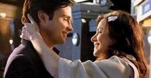 1.Clark & Lois (Smallville) 2.Oliver & Chloe (Smallville) 3.Chuck & Blair (Gossip Girl) 4.Nathan & Haley (One Tree Hill) 5.Sam and Quinn (Glee)