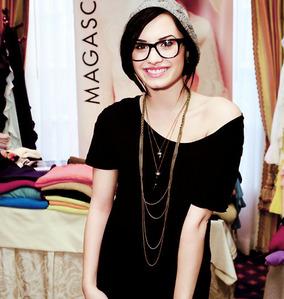 Demi Lovato. Gahh, why is she so pretty?