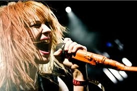 i always put Geee but this time is:hayley williams