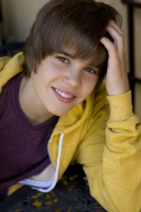 I dont know wich is my fave pic of JB, but ill just putt this one up, cus its kind of cute. dont bạn think so?