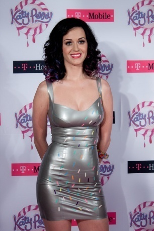 "At the moment, it's just ""Firework. ♥"" It's the 标题 of the song 由 Katy Perry. The lyrics are really sweet and inspiring too <3"