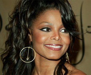 janet jackson shes really pretty shes in sinema is famouse n shes a jackson!!!!!!
