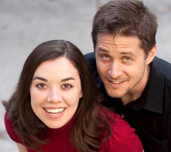 Yuri Lowenthal. He is also married to Temari's voice actor, Tara Platt ^^