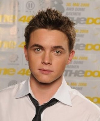 Jesse Mccartney<3 Hes a really gooood singer and hes also hot to finish it all off!:)