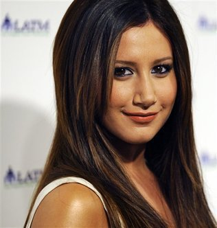 Peoples say that i look like Ashley Tisdale ;)
