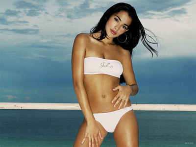 Right now she's my Favorit model, Natalie Martinez. I am so incredibly jealous of her appearance.