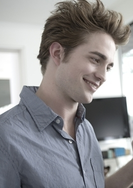 EDWARD ANTHONY MASON CULLEN!!!!!!!!!!!!!!!! HE IS MINE AND HE WILL Cinta ME FOREVER BECAUSE HES A VAMPIRE :)