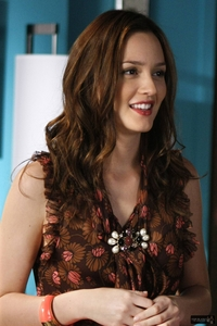 ofc my love....leighton meester...she is so pretty and has this elegant face...ador her!!!