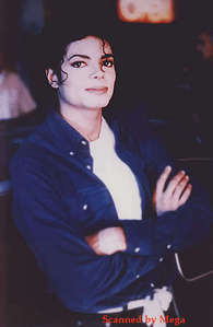i wuz on my back into the living 2 watch MTV. All fo sudden the news popped up reporting that MJ wuz dead. i pulled my bro. from the couch and started 2 cry while i wuz hugging him. i just culdn;t belieb it. :(