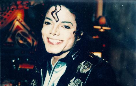 heres a cute MJ smiling in bad era <3 :D