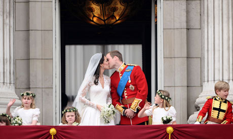 I loved watching it! Her dress was AMAZING! Here they are Küssen on the balcony!