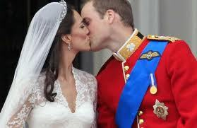 WIlliam & Kate r sooooo cute 2gether!!!!!!!!! Kate looked stunning!!! And on the balcony not 1 kiss but 2!! I luvvvvvvvvvvv Kate!! And Wills xxxxxxxxxxxxxx