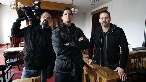 to meet Zak Bagans,Nick Groff,and Aaron Goodwin.(starting from left)Aaron,Zak,Nick