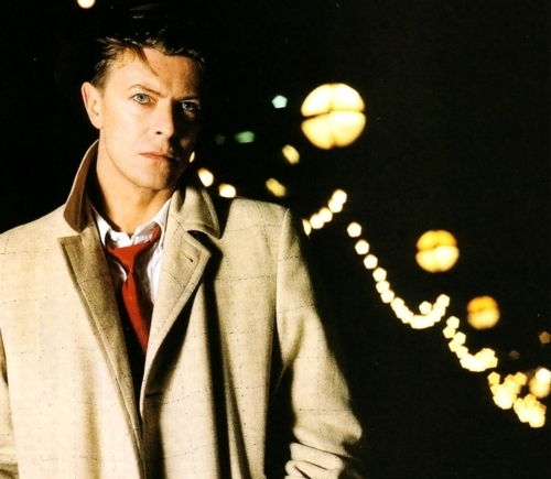 """I find most aspects of Bowie """"cool,"""" but to name just a few: His creativity. The man is a musical genius - his songs are not only incredibly diverse with consideration to both his genre and Пение style, but incredibly easy to associate with and therefore love. His style. Despite the fact that someone with his looks could rock the tawdriest outfit, he always put unassuming effort into his outfits, and his impeccable taste and choice Совет showed through. His flair. His energy and goodwill towards his Фаны is inspirational and seemingly endless. His perfection as a role model. Whiklst most people would be shocked to find that i think someone who was high on drugs for half their life makes a good role model, I think that that aspect of him is part of what makes him so. The fact that he could overcome so much, and not bomb out like so many others who face the same или smaller problems, inspires me to live through troubles which face me, and helps put my life in perspective. His perfect androgyny. David Bowie is timeless."""