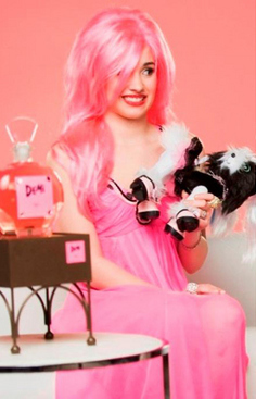 I hope this is okay, cuz it's another pose.I couldn't find any other picture.Do u mind if we সম্পাদনা a pic to make Demi's hair pink?