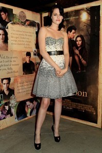 CLICK HERE 2 SEE THE WINNERS FOR KRISTEN STEWART'S DRESS CONTEST!