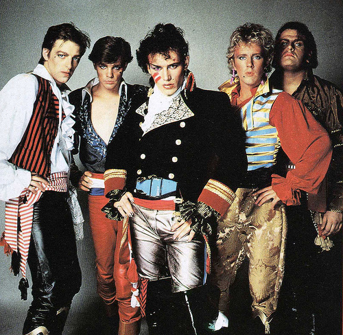 Adam and The Ants. Their 音楽 was really creative (and slightly bonkers) Which is why I like them. http://www.youtube.com/watch?v=9p__WmyAE3g