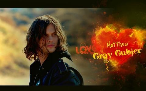 I would marry Matthew Gray Gubler (Dr Spencer Reid, Criminal Minds,) and my お気に入り tv shows are: Criminal Minds and Supernatural. :)