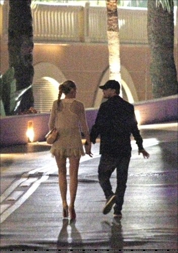 There are already new pictures of them walking hand in hand. At first I thought it wasn't true, but now I'm guessing it could be..