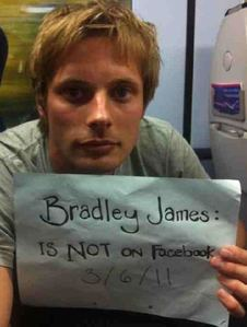 Bradley has confirmed on Twitter recently that he is not on Facebook. All the Bradley James accounts are fake অথবা just run দ্বারা fans.