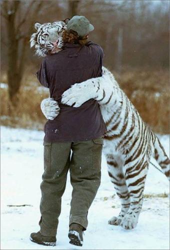 *HUUUUG*