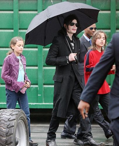 Yes of course they are Michael kids like আপনি ব্যক্ত Prince look like his grandfather samuel kinda like Michael when he was a teenage. Paris looks like Joe. & Blanket just look like Michael all around. I just hate when people say it's they are not Michael's children well they are ignorant.