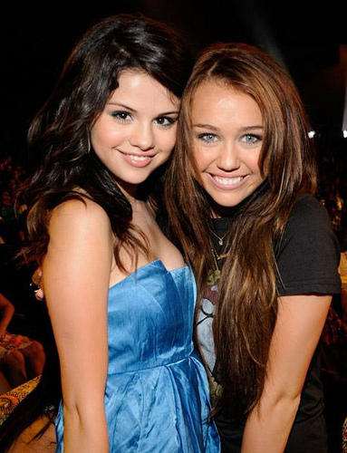ok anyone else that majibu this swali please dont say anything bad about miley au selena!!!!! its really mean to siku bad things about them!! and i hate when people do it their just mean!!! please dont abuse people it doesnt make wewe nice au popular!!! please anyone that doesnt like miley au selena just DONT abuse them please!!! it doesnt make people who like miley au selena feel good if wewe say bad thing about them!!! so dont abuse them!!