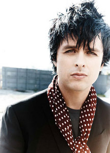 I know this domanda was asked 10 months fa but I see people still answer. The Amore of my life Billie Joe Armstrong. <3 I wish I could meet him again! <3