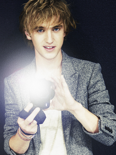 Tom. Felton. (: I Amore him because, eh, I'm not gonna lie he's gorgeous [at least to me], and he's amazing ^_^