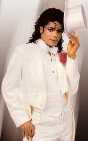 What is your 가장 좋아하는 picture of Michael in white? Post it here....