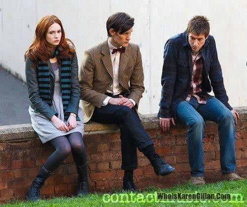 Do Ты think that they are filming in this picture??.....or not?