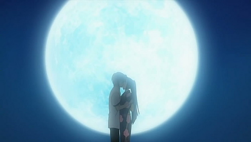 Hirose and Hayami halik under a full moon. From the H2O: Footprints in the sand anime.