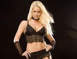 God, there&#39;s a lot. I have huge fangirl crushes on Heath Slater and Wade Barrett, but since I think that Heath belongs with someone else, I pick Wade. <3 или Maryse! She&#39;s so beautiful and smart, and I Любовь her personality! <3 <3 <3