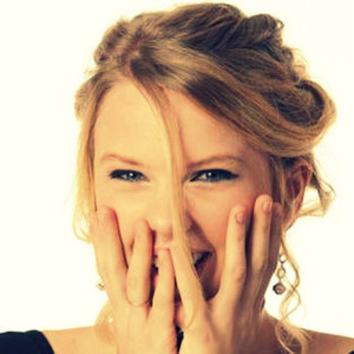 post a picture of taylor swift laughing taylor swift