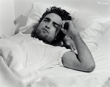 ABSOLUTELY EDWARD!!! ROBERT PATTINSON IS THE HOTTEST MAN ALIVE!!! <3 ~KIM