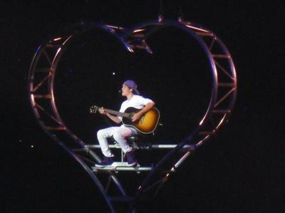 Justin in concert, hope bạn like it :D